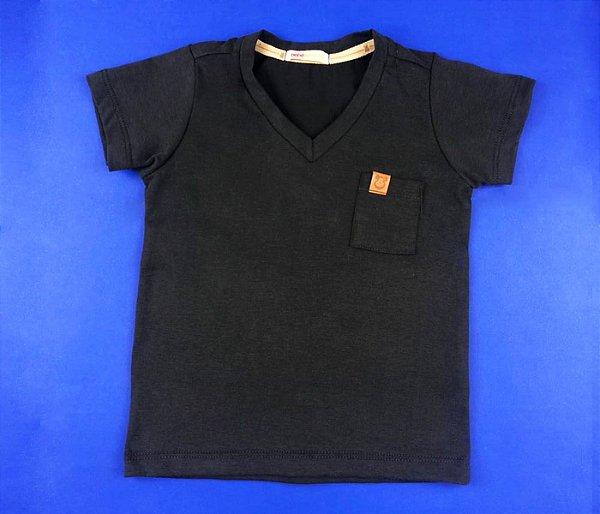 Camisa Gola V Com Detalhe no Bolso Cor Cinza