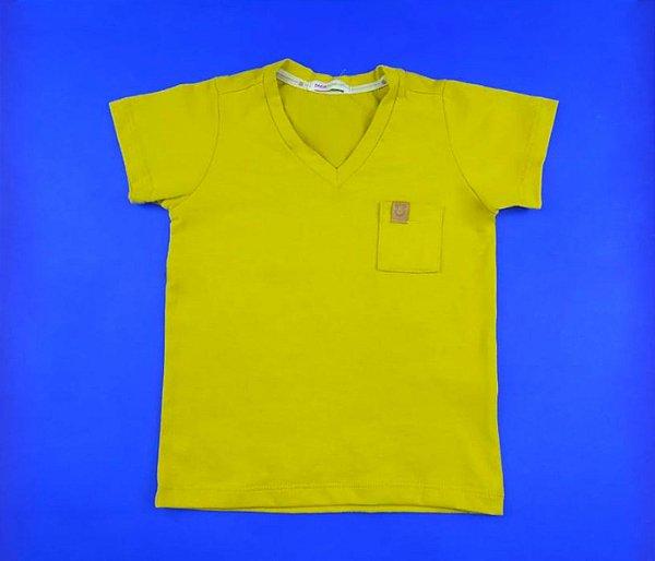 Camisa Gola V Com Detalhe no Bolso Cor Amarela