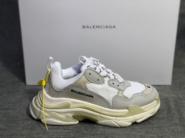 "Tênis Balenciaga Triple S ""White"" - ENCOMENDA"