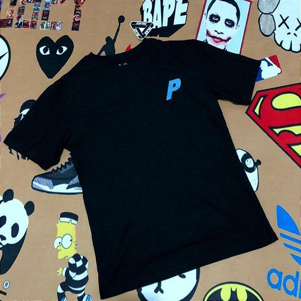 "Camiseta PALACE ""P"" Blue Logo - Preta"