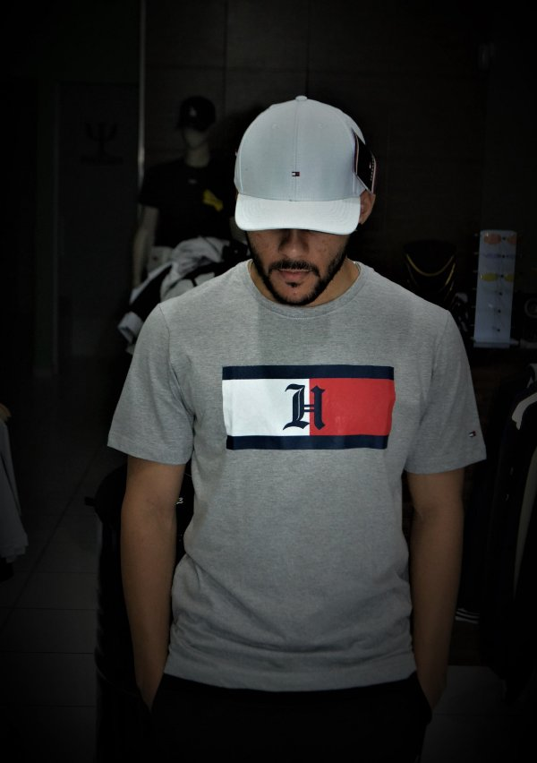 Camiseta Tommy Hilfiger Logo 'H' - Cinza