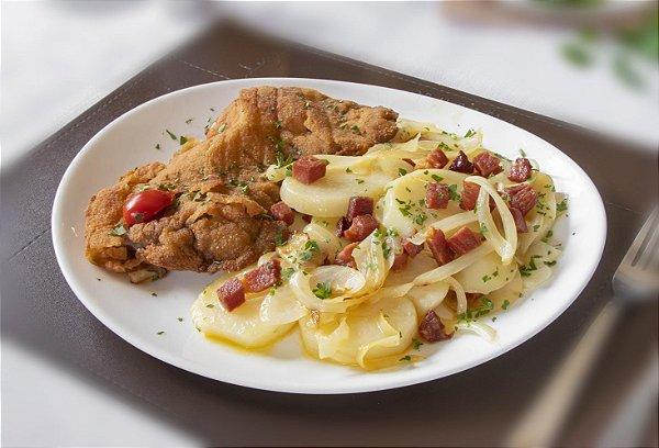 Wiener Schnitzel - filé mignon a milanesa servido com batata sauté