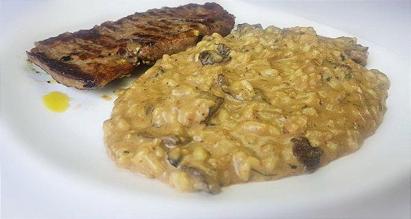 Filé mignon grelhado, servido com risoto ao funghi