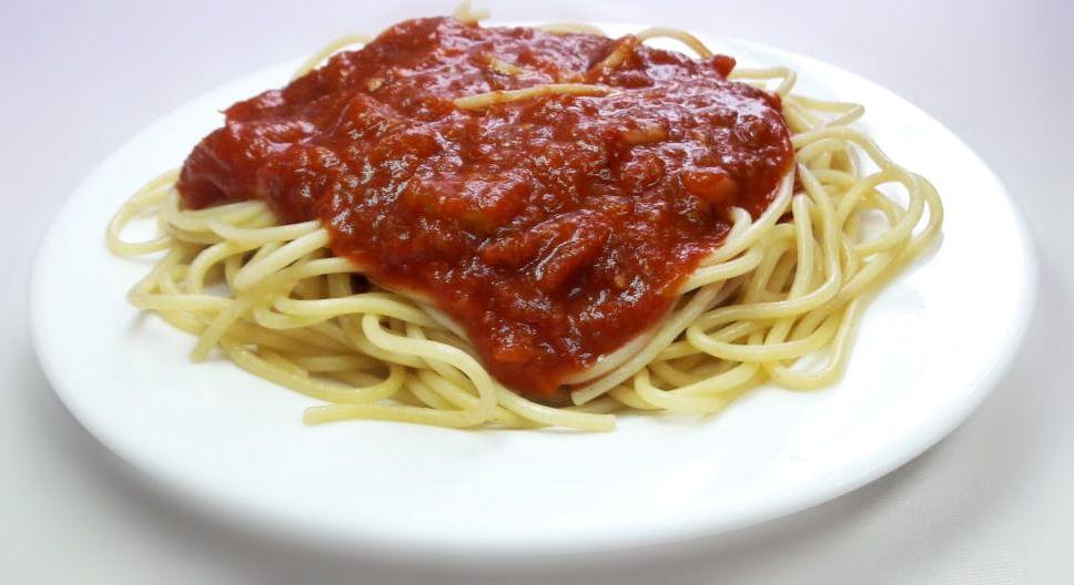 Espaguete ao molho de tomate