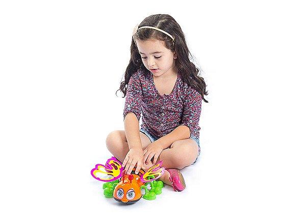 Abelha Abelheta Bate  Asas Quando anda - BS Toys
