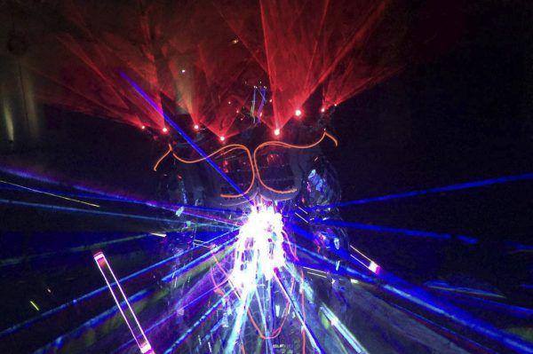 Atração - Laser Man