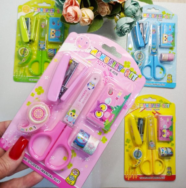 KIT TESOURA + GRAMPEADOR + WASHI TAPE COM DISPENSER C/3
