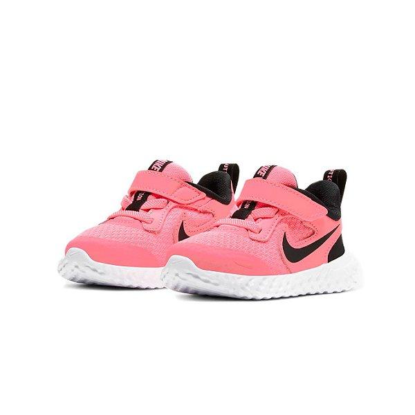 Tênis Esportivo Infantil Nike Revolution 5 Feminino Rosa e Preto