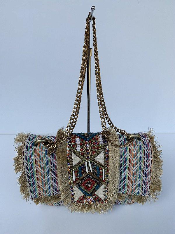 Bolsa bege em tapeçaria bordada