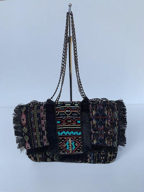Bolsa em tapeçaria preta bordada
