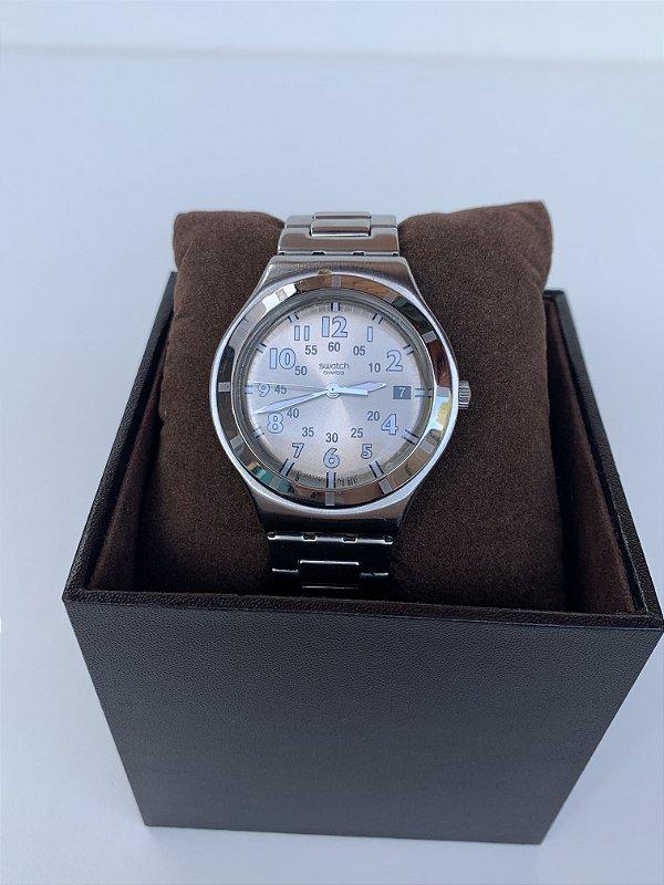 Relógio prateado suíço swatch