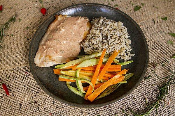Tilápia com molho de páprica, legumes e arroz integral com chia (glúten free/ lac free) - 400g