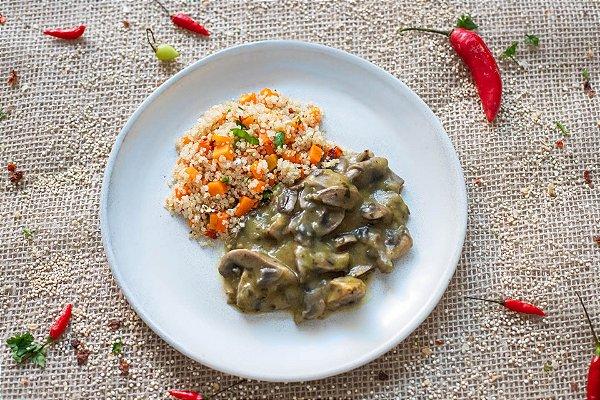 Strogonoff de cogumelos Paris com quinoa e cenoura (glúten free/ lac free/ vegano) - 400g
