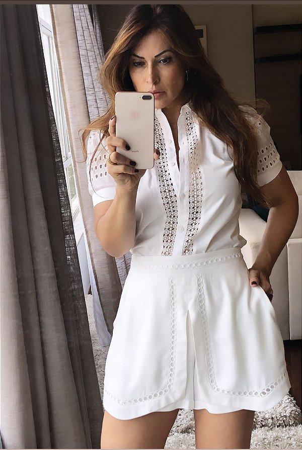 Blusa branca com detalhes em lese