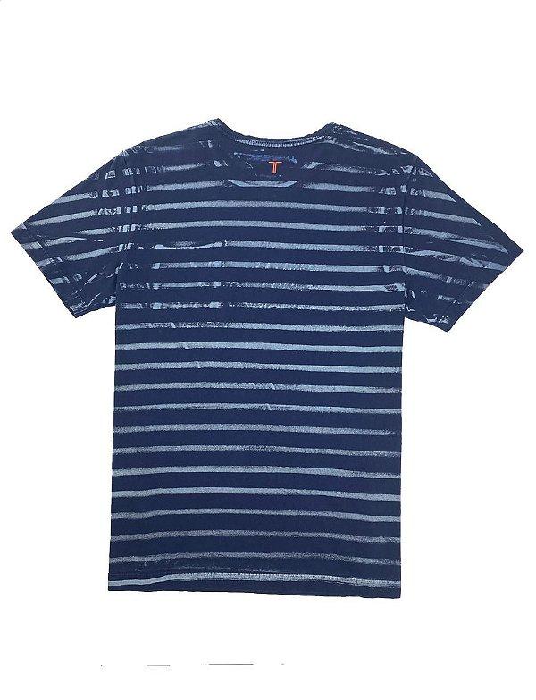 Camiseta Elaborada Listras e Bolso