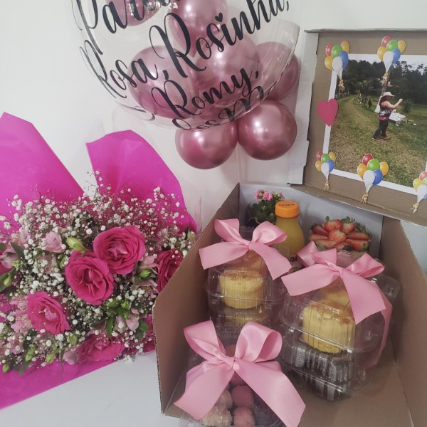 Festa na Caixa com Bouquet de Flores