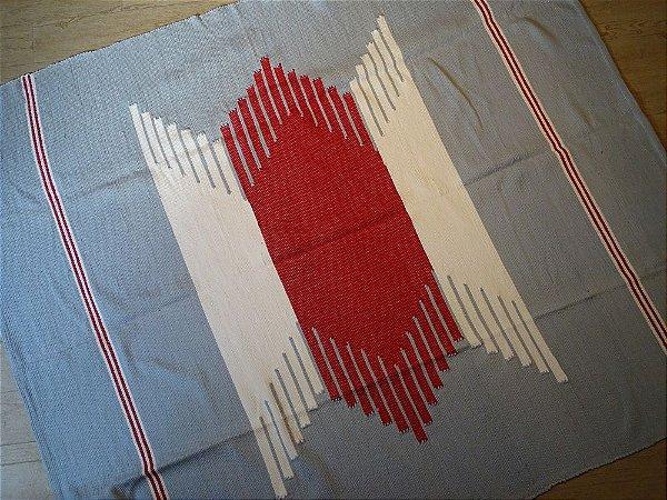 Tapetão Geométrico Azul Claro, Vermelho e Cru #1