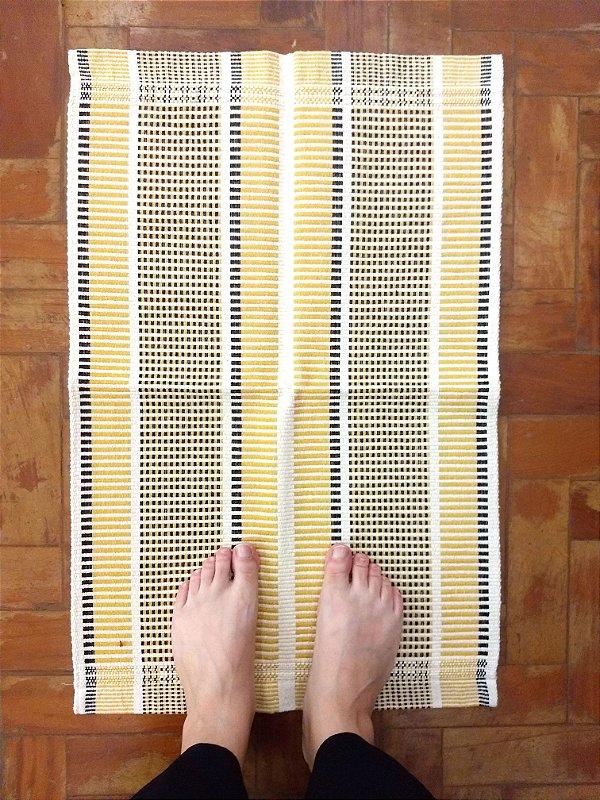 Tapetinho linhas amarelo
