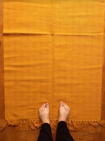 Beira cama em algodão liso mostarda