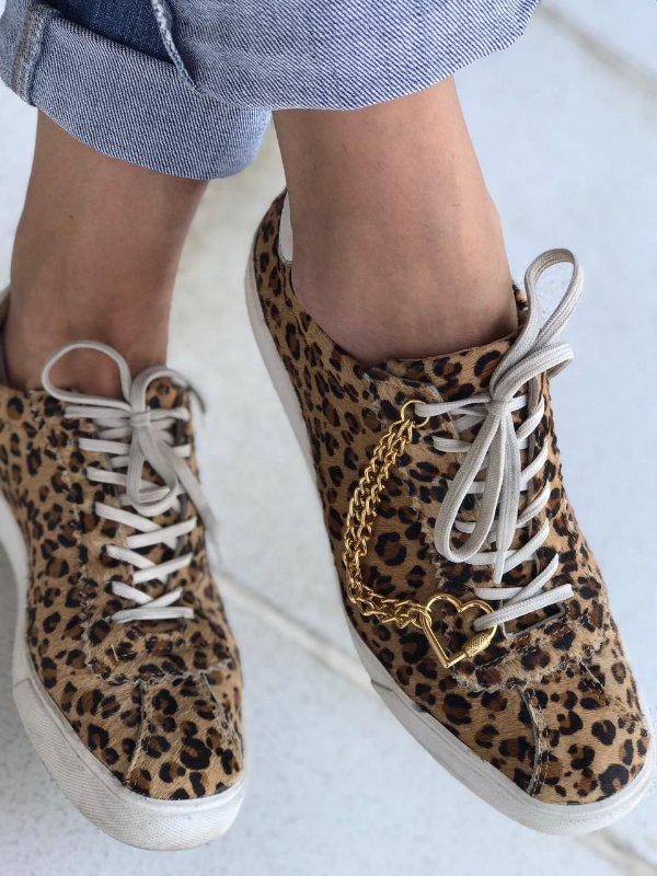 Sneaker Fashion Locked