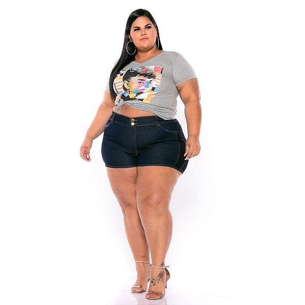 Short Jeans Stretch c Detalhe Preto Lateral e Bolsos Plus Size 62 ao 70 3224