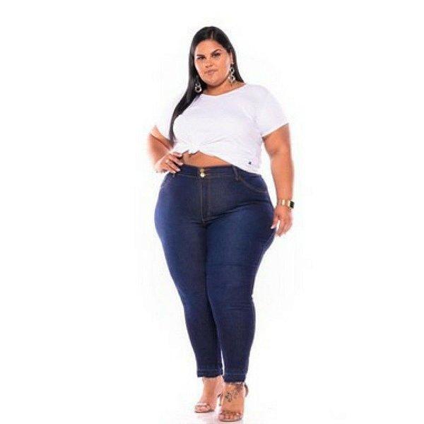 Calça Jeans Feminina Stone Used Barra Desfiada Escura Plus Size 62 ao 70 3230