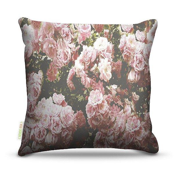 Almofada 40 x 40cm Nerderia e Lojaria floral rosas colorido