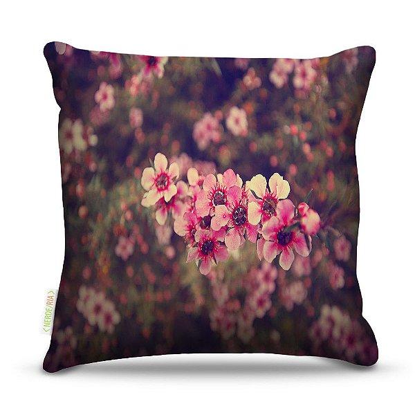 Almofada 40 x 40cm Nerderia e Lojaria flores na natureza colorido