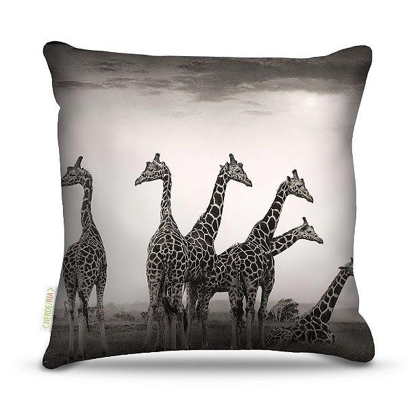 Almofada 40 x 40cm Nerderia e Lojaria girafas colorido
