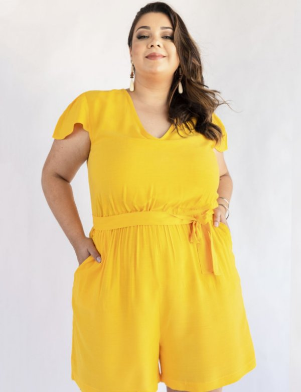 Macaquinho Plus Size Detalhe Vazado nas Costas Julia Plus