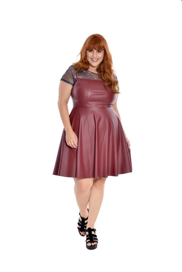 Vestido Plus Size Curto Couro Scarlet