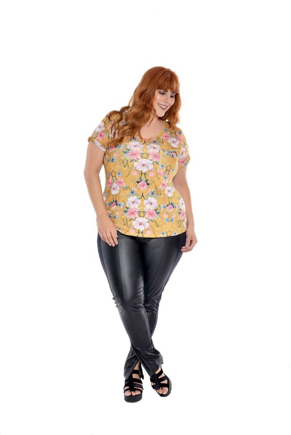 Camiseta Plus Size Floral Mostarda