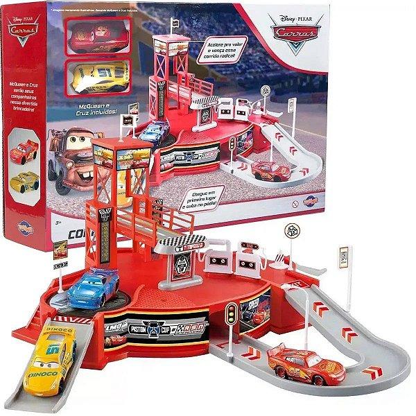 Kit Carros Pixar Relampago Mcqueen e Cruz Corrida Radical Pista Podium Carros Disney Toyng