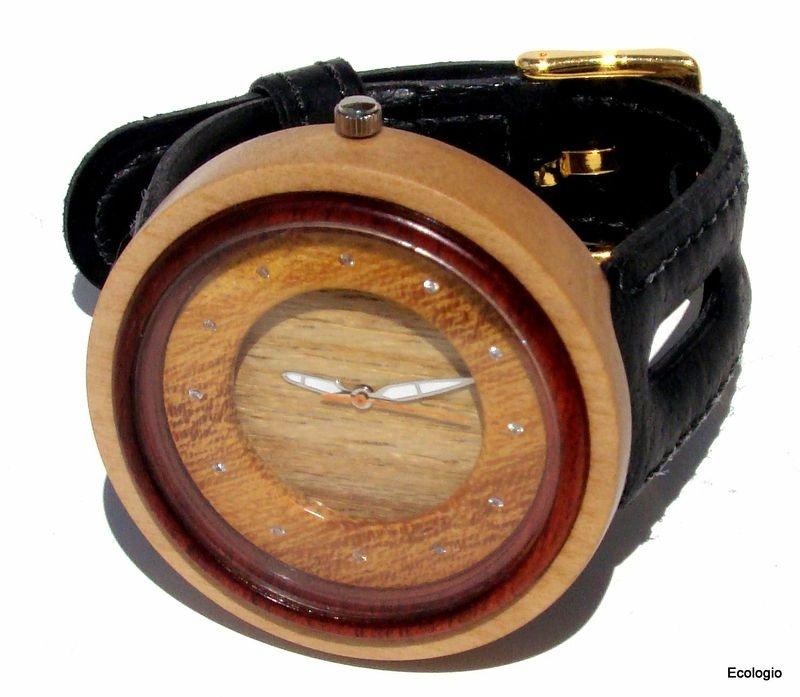 Relógio de Luxo de  Madeira Jenipapo com Diamantes