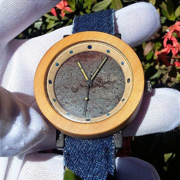 Relógio de Meteorito com Madeira Nobre, Safiras Naturais e Lapis Lazule