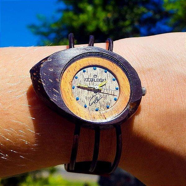 Relógio Ecológico de Semente de Dendê e Piaçava Fosforescente
