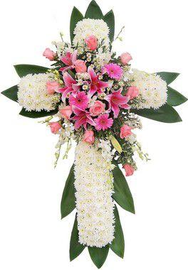 Coroa de Flores em Cruz de Lírios e Rosas