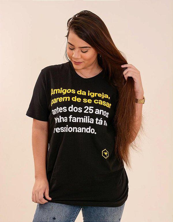 Camiseta - Amigos da igreja, parem de se casar antes dos 25, minha família está me pressionando.