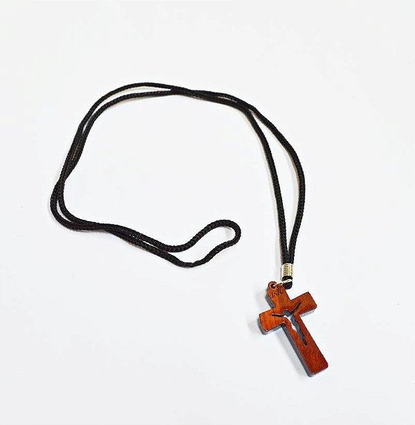 Cruz em madeira vazada no cordão - A Dúzia - Cód.: 4316