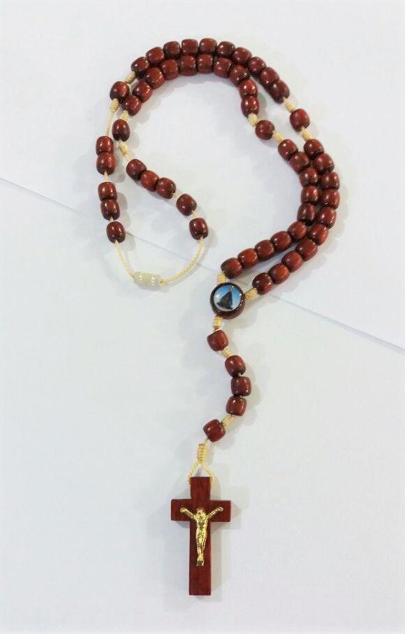 Terço em madeira - Sagrado Coração de Jesus e Nossa Senhora Aparecida - com fecho - A Dúzia - Cód.: 1019
