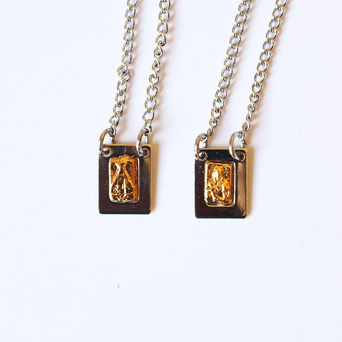 Escapulário pequeno em metal Sagrado Coração de Jesus e Nossa Senhora Aparecida - O Pacote com 6 unidades - Cód.: 0998