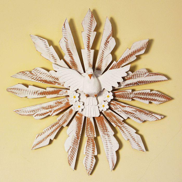 Divino Espirito Santo de parede em madeira pintada - A Unidade - Cód.: 5464