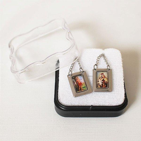 Escapulário em aço inox e foto colorida Nossa Senhora do Carmo e São Sebastião - O Pacote com 6 unidades - Cód.: 8848