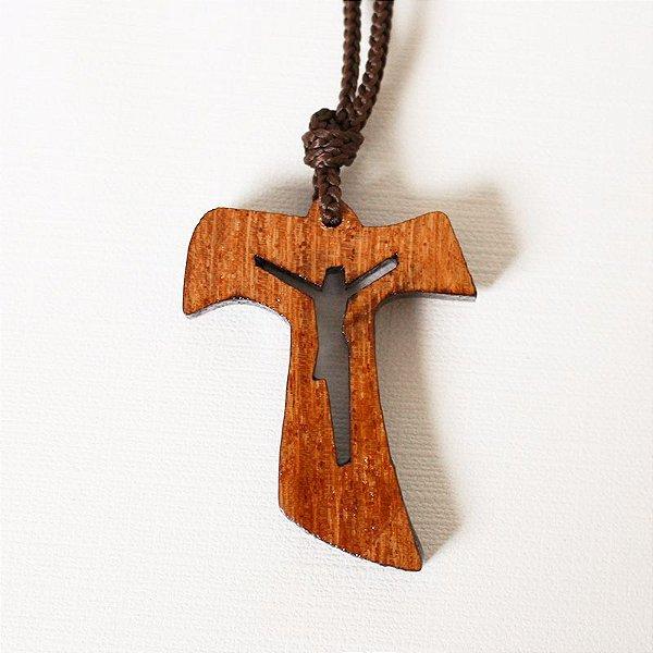 Tau em madeira, com Cristo Vazado no cordão - A Dúzia - Cód. 0509