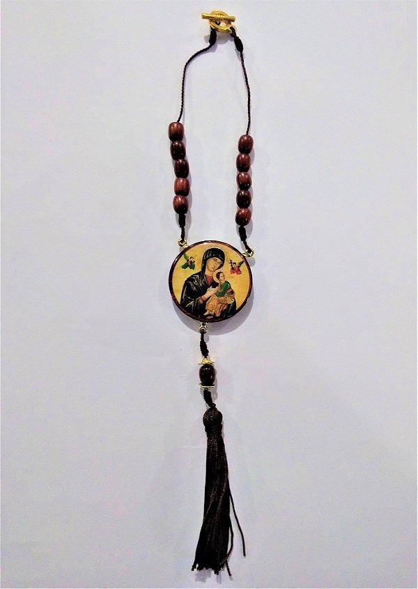 Medalhão para carro, em madeira resinada com fecho - Nossa Senhora do Perpétuo Socorro - O pacote com 3 peças - Cód.: 0721