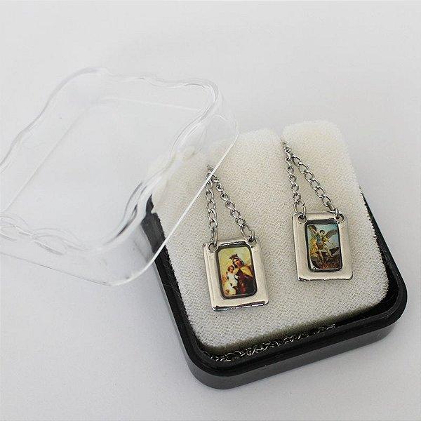 Escapulário com moldura e corrente em aço inox e foto São Miguel e Nossa Senhora do Carmo - O Pacote com 6 unidades - Cód.: 8848