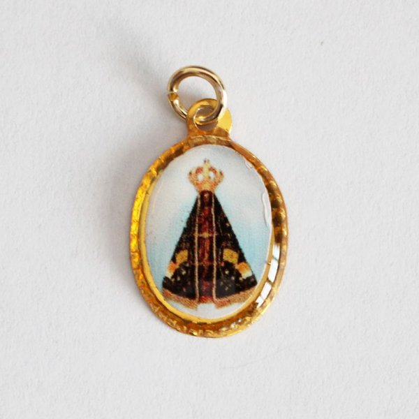 Medalha de Alumínio Resinada - Nossa Senhora Aparecida - Pacote com 100 peças - Cód.: 447
