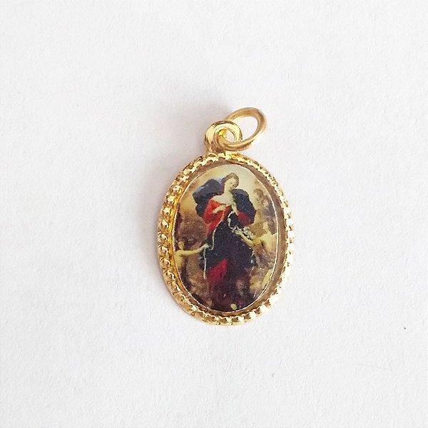 Medalha de Alumínio Resinada - Nossa Senhora Desatadora dos Nós - Pacote com 100 peças - Cód.: 447