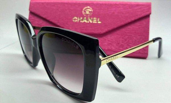 752a08412 Chanel Feminino Quadrado Preto - Óculos de Sol - Griffe dos Olhos ...