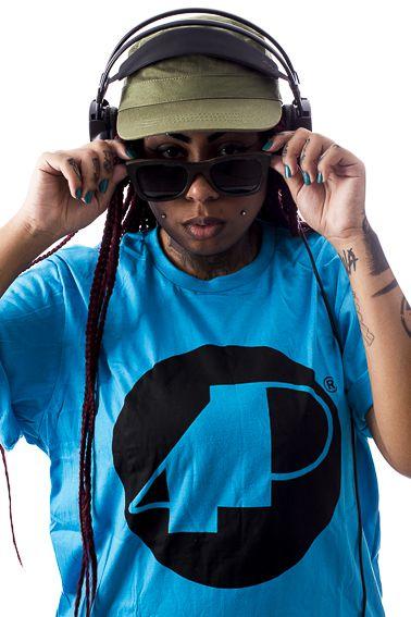 Camiseta Azul 4P Clássica com Logo Preto